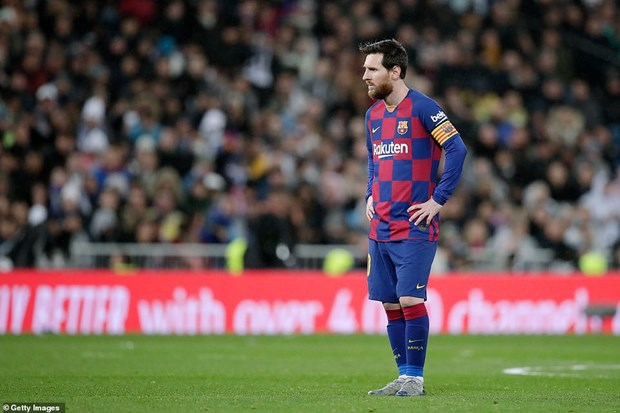 Danh bai Barcelona, Real Madrid tro lai ngoi dau La Liga hinh anh 1