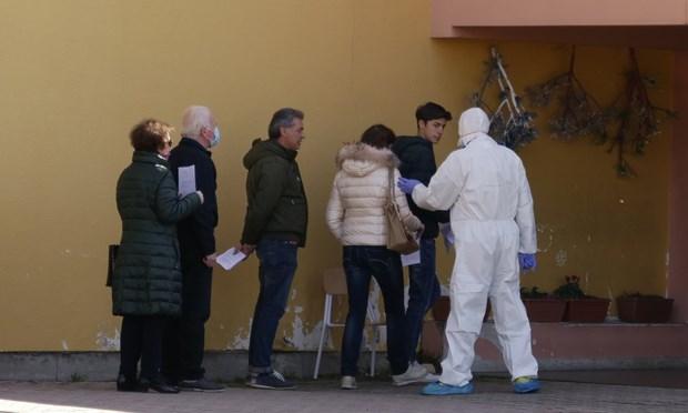 Italy: Thi tran nho dap dich COVID-19 bang xet nghiem hang loat hinh anh 1