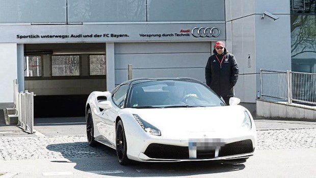 Loi dung dich benh, dan sao Bayern Munich vo tu 'di nham' xe hinh anh 1