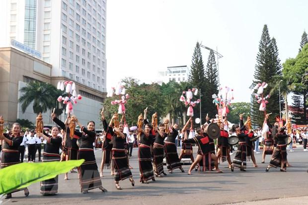 Chien thang Buon Ma Thuot: Doi thay tren que huong Mung Muoi Thang Ba hinh anh 2