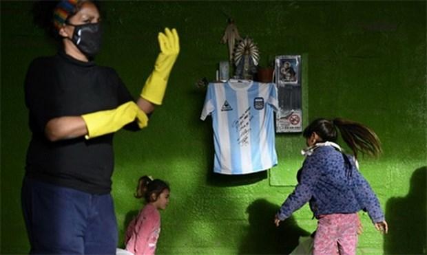 Maradona danh tang mon qua y nghia cho nguoi ngheo chong COVID-19 hinh anh 1