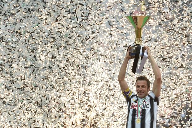 Ngay nay nam xua: Del Piero co tran dau cuoi cho Juventus tai Serie A hinh anh 1