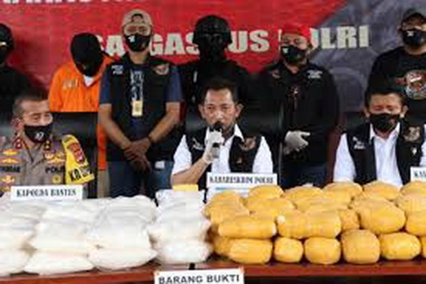 Canh sat Indonesia bat giu vu van chuyen 821kg ma tuy da hinh anh 1