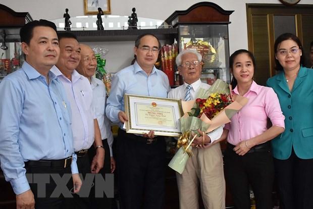 Ong Nguyen Thien Nhan tham, chuc tho nguoi cao tuoi tieu bieu o TP.HCM hinh anh 1