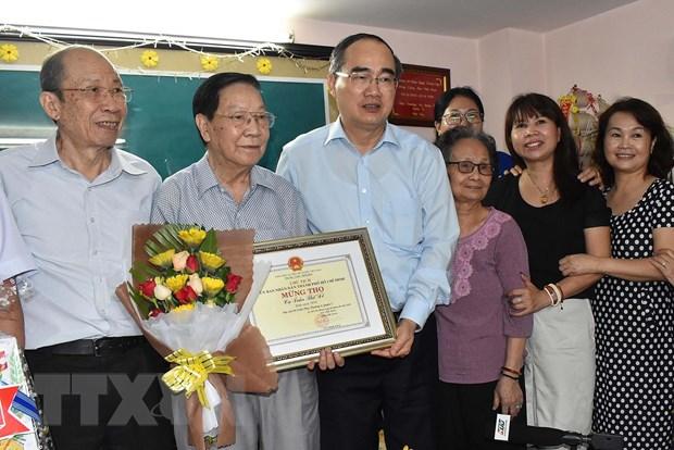 Ong Nguyen Thien Nhan tham, chuc tho nguoi cao tuoi tieu bieu o TP.HCM hinh anh 2