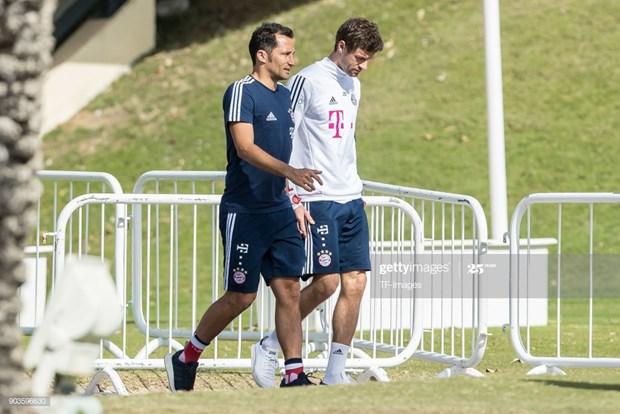 Noi bo Bayern lai noi song: Salihamidzic va Thomas Mueller mau thuan hinh anh 1
