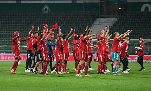 Bayern Munich lan thu 8 lien tiep gianh chuc vo dich Bundesliga hinh anh 1