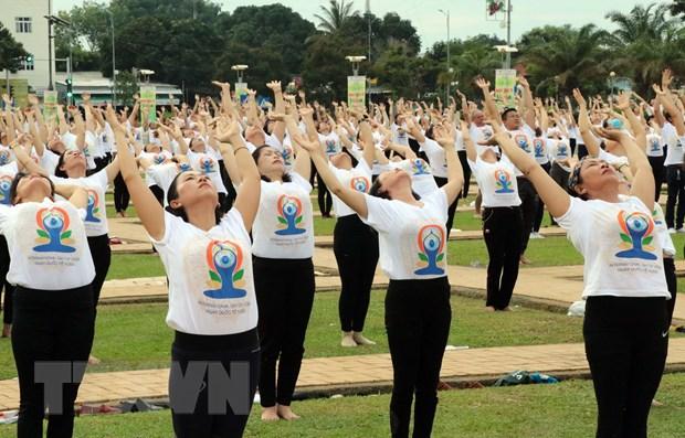 Soi noi dong dien mung Ngay Quoc te Yoga lan thu 6 tai Ninh Thuan hinh anh 1