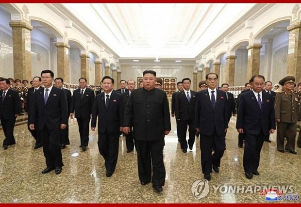 Nha lanh dao Trieu Tien vieng lang co Chu tich Kim Il-sung hinh anh 1