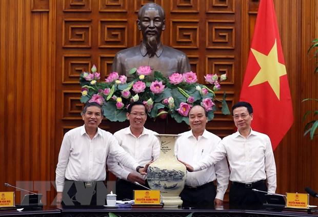 Thu tuong Nguyen Xuan Phuc lam viec voi lanh dao chu chot tinh Ben Tre hinh anh 1