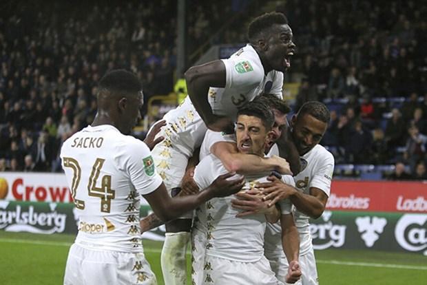 Leeds United chinh thuc tro lai Premier League sau 16 nam vang bong hinh anh 1