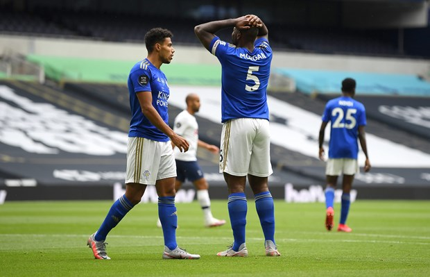 Leicester City thua Tottenham, top 4 Premier League lai vay goi M.U hinh anh 1