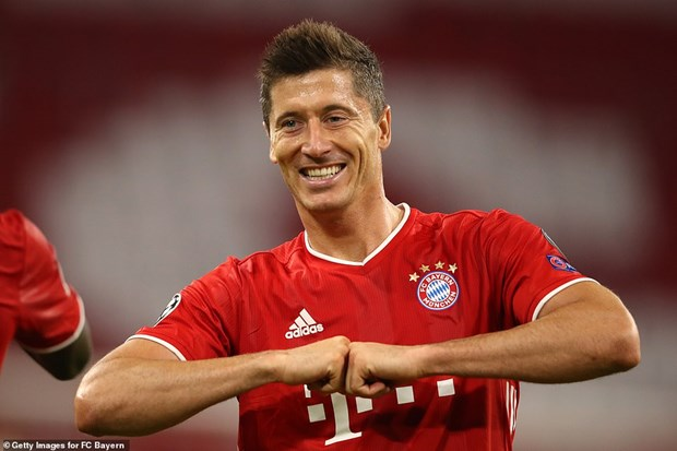 'Pha luoi' Chelsea, Lewandowski tien gan ky luc cua Ronaldo hinh anh 1