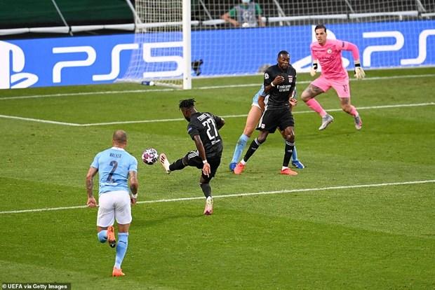 Lyon tao nen 'dia chan,' loai Man City khoi Champions League hinh anh 1