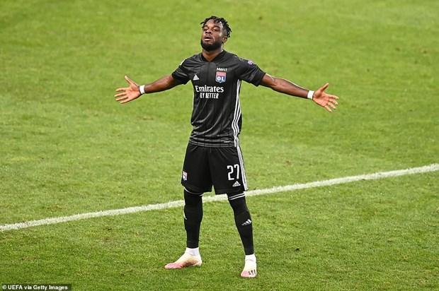 Lyon tao nen 'dia chan,' loai Man City khoi Champions League hinh anh 2