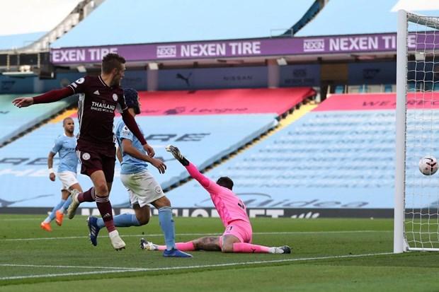 Thang dam Man City 5-2, Leicester chiem ngoi dau Premier League hinh anh 1