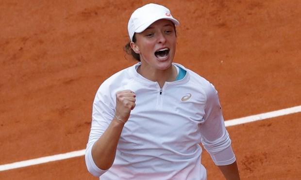 Tay vot 19 tuoi Iga Swiatek dang quang Roland Garros 2020 hinh anh 1