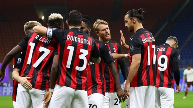 Ibra lap cu dup, AC Milan chia diem day kich tinh truoc AS Roma hinh anh 1