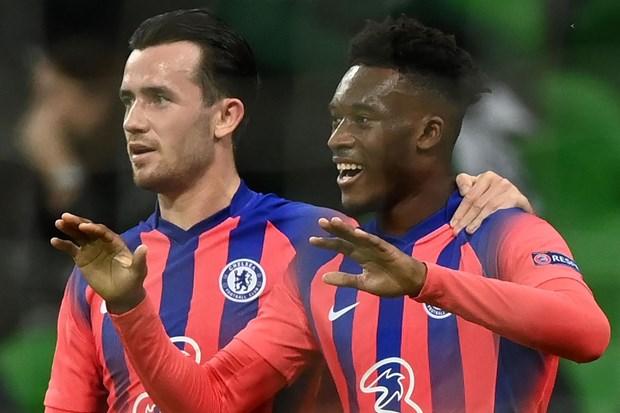 M.U va Chelsea dua nhau huy diet, Barcelona ha Juventus hinh anh 1