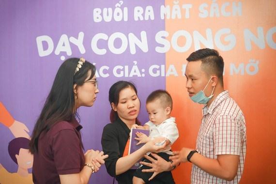 Ra mat cuon sach 'Day con song ngu' bang tieng Viet hinh anh 2