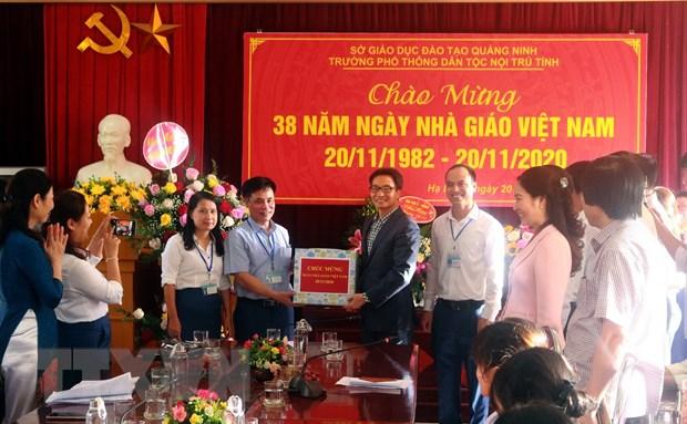 Pho Thu tuong kiem tra cong tac phong, chong dich tai tinh Quang Ninh hinh anh 2