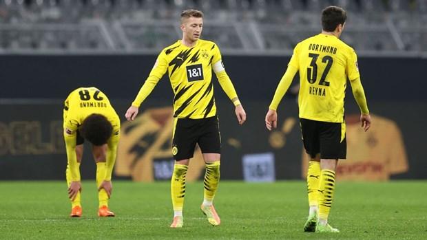 Bundesliga: Dortmund tham bai, Bayern co nguy co mat ngoi dau hinh anh 1