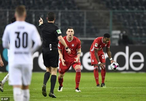 Dan 2-0, Bayern Munich thua nguoc kho tin truoc Moenchengladbach hinh anh 1