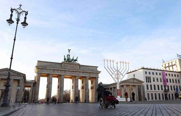 Thủ đô Berlin của Đức áp đặt lệnh cấm đi ra ngoài bán kính 15km