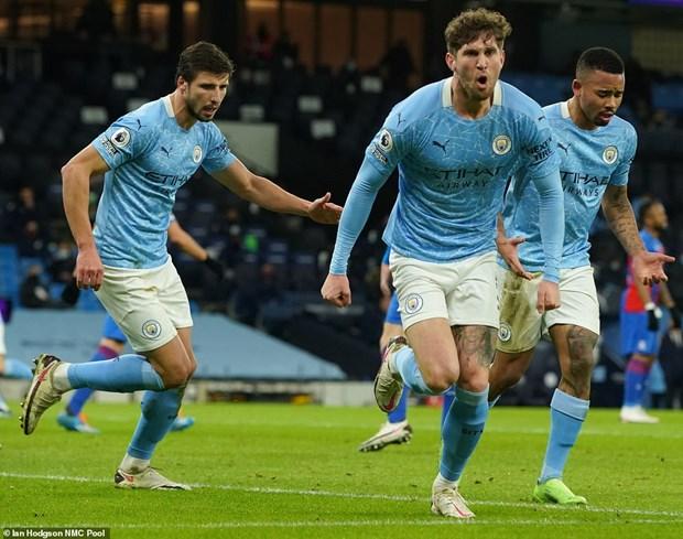 Premier League: Liverpool-M.U chia diem, Man City len nhi bang hinh anh 2