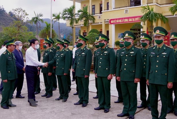 Truong ban Noi chinh Trung uong tham, chuc Tet tai Thua Thien-Hue hinh anh 2