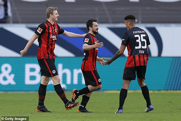 Bundesliga: Bayern Munich bai tran, Dortmund thang tung bung hinh anh 2