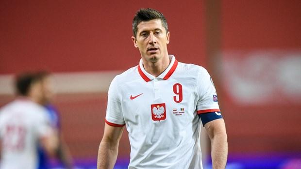 Robert Lewandowski khien tuyen Ba Lan va Bayern Munich lo lang hinh anh 1