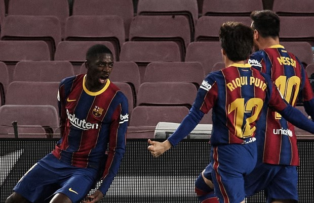 Demeble ghi ban phut 90, Barcelona chi con kem Atletico 1 diem hinh anh 1