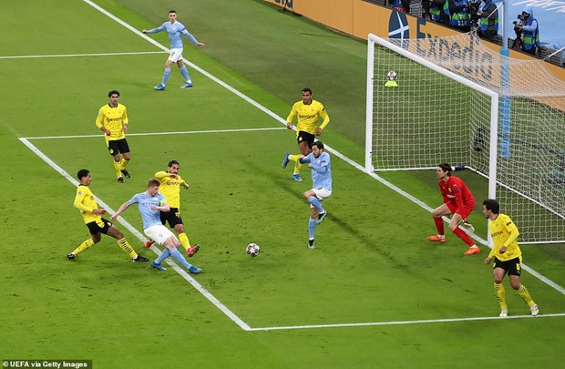 Manchester City gianh chien thang kich tinh truoc Dortmund hinh anh 1