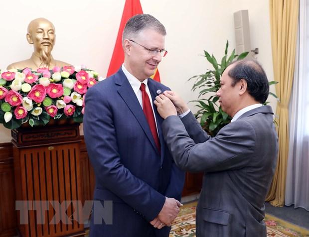Trao Huan chuong huu nghi tang Dai su Hoa Ky tai Viet Nam hinh anh 1