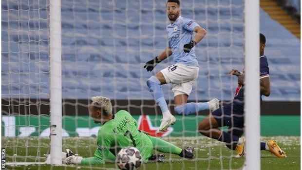 Mahrez toa sang dua Man City lan dau vao chung ket Champions League hinh anh 1