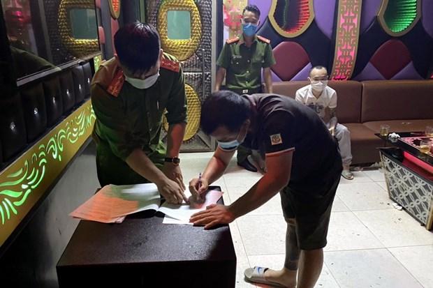 Quang Ninh: Xu phat nhom thanh nien hat karaoke, vi pham lenh cam hinh anh 1