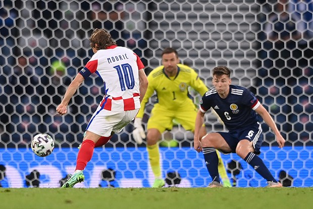 Luka Modric toa sang dua doi tuyen Croatia vao vong 1/8 EURO 2020 hinh anh 2