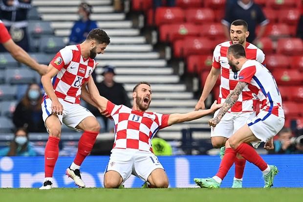 Luka Modric toa sang dua doi tuyen Croatia vao vong 1/8 EURO 2020 hinh anh 1