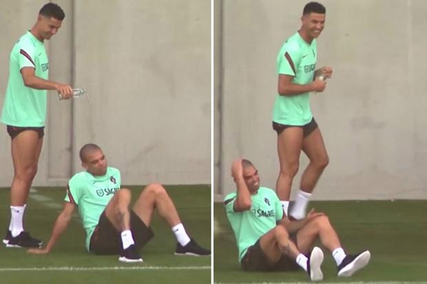 Ronaldo 'choi kham' Pepe tren san tap chuan bi cho tran gap Bi hinh anh 1