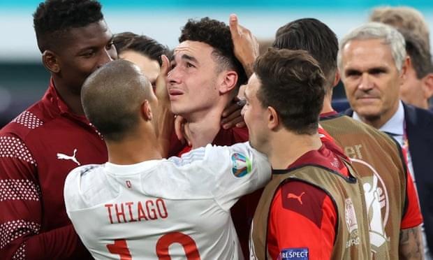 Tay Ban Nha vao ban ket EURO 2020 sau loat sut luan luu may rui hinh anh 1