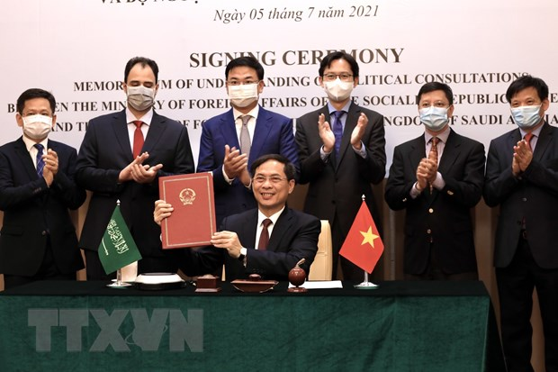 Bo Ngoai giao Viet Nam-Arab Saudi ky Ban ghi nho ve tham van chinh tri hinh anh 1