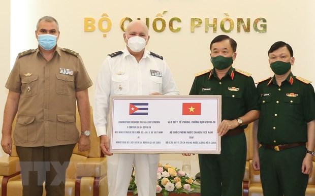 BQP Viet Nam tang Cuba thiet bi, vat tu y te phong, chong dich hinh anh 2