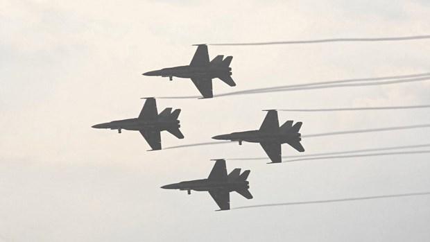 Afghanistan: Tiem kich F-18 cua My luon vong tren bau troi Kabul hinh anh 1