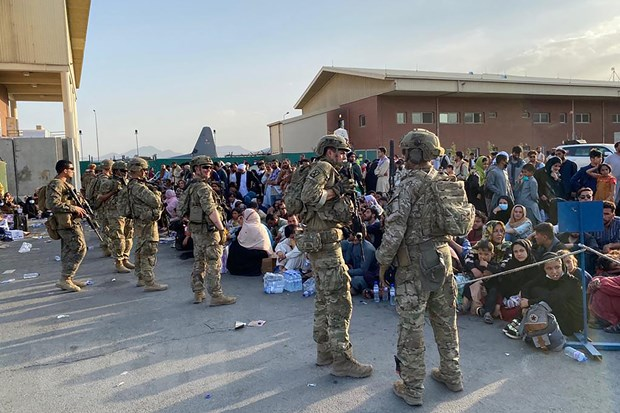 Afghanistan: My thay doi chinh sach ve so tan o san bay Kabul hinh anh 1