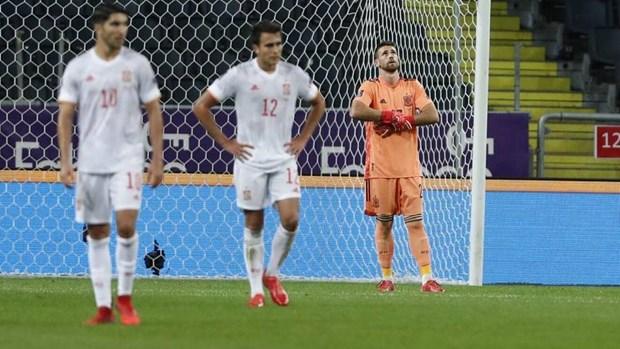 Vong loai World Cup: Tay Ban Nha bai tran, Anh, Duc va Bi thang hinh anh 1