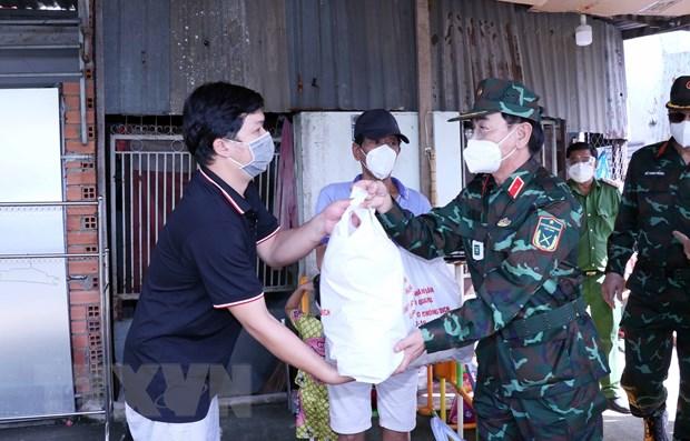 Ban giao 110 tan nong san cua tinh Tuyen Quang tang nhan dan TP.HCM hinh anh 1