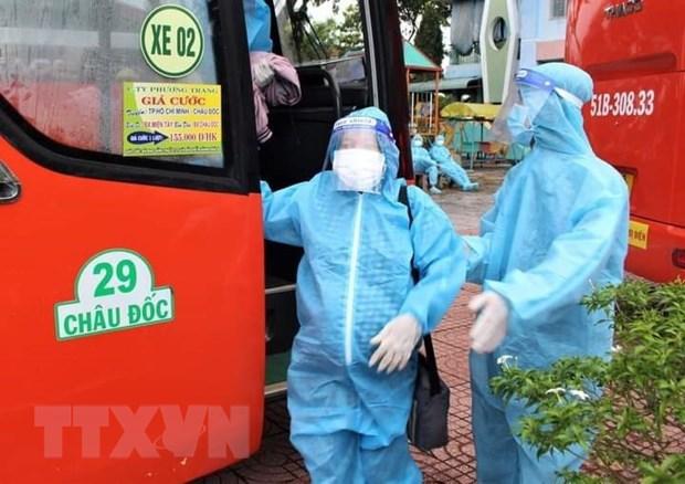 Tiem du 2 mui vaccine ve Ba Ria-Vung Tau khong phai cach ly tap trung hinh anh 1