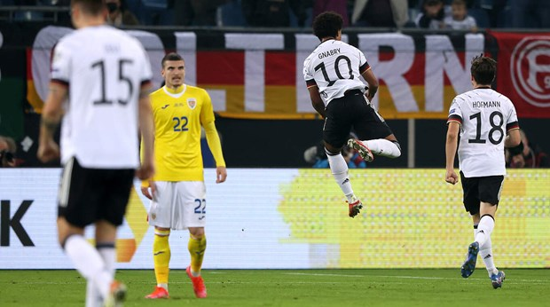 Ket qua vong loai World Cup 2022: Duc cham tay vao ve den Qatar hinh anh 1