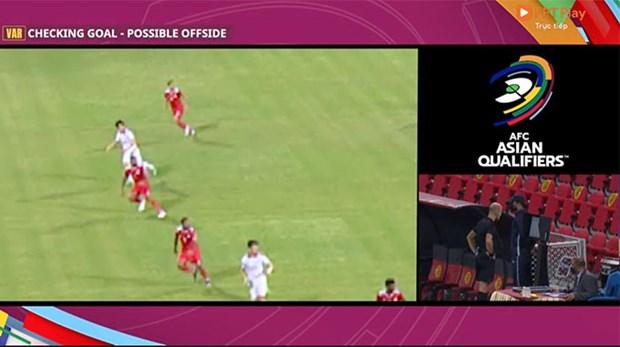 [Video] VAR khong ngan duoc Tien Linh ghi ban vao luoi Oman hinh anh 2